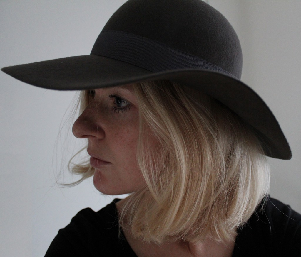 Anniek draagt Chapeauholic hoed Marilyn