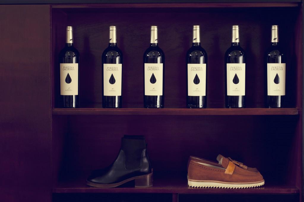 Wijn en schoenen bij conceptstore Amalia