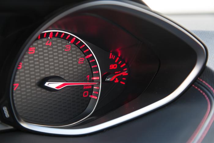 Peugeot308GT_klokjes