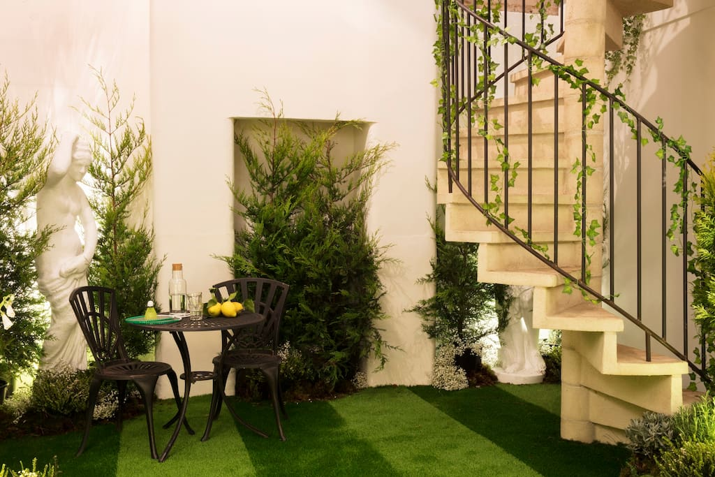 Pantone Greenery Airbnb - Daily Cappuccino - Lifestyle Blog