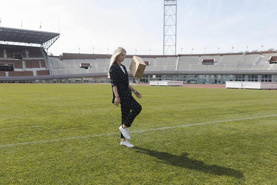 Healthy box met een oranje-vrouwenvoetbal-tintje - Healthbox X Anouk Hoogendijk - Daily Cappuccino - Lifestyle Blog