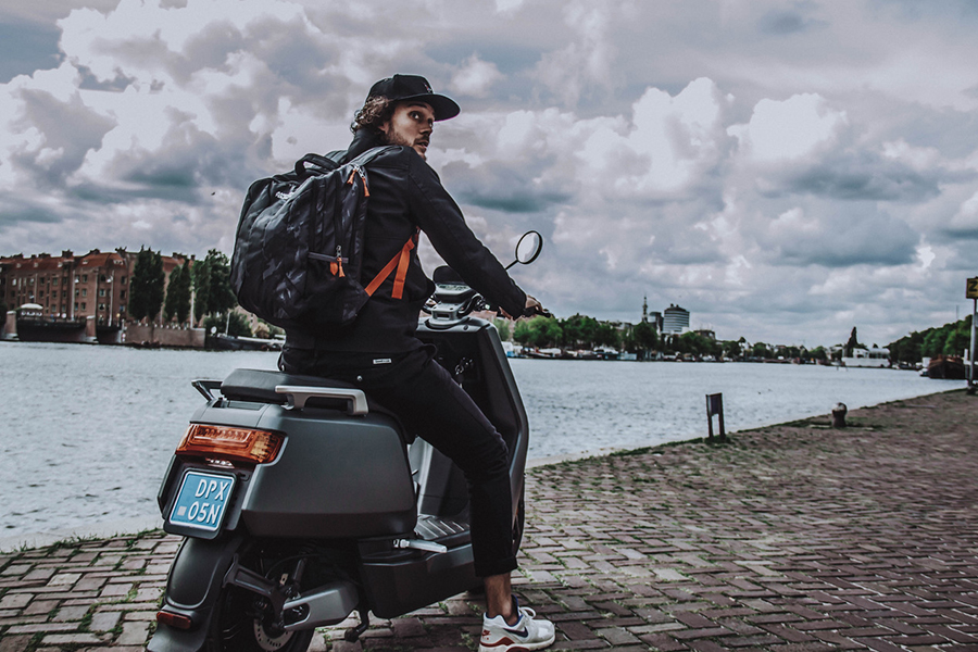 Getest: met de e-scooter van NIU de stad door zoeven - Daily Cappuccino - Lifestyle Blog