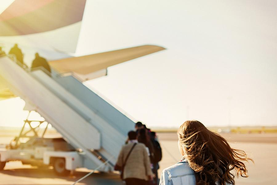7 tips om een lange vlucht door te komen