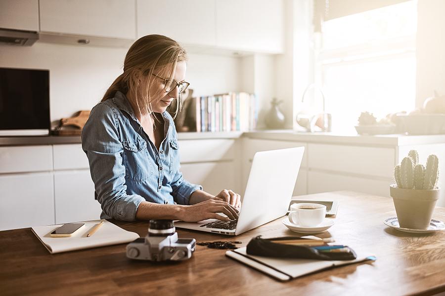 Hoe creëer je een efficiënt thuiskantoor waar je ook daadwerkelijk werkt?