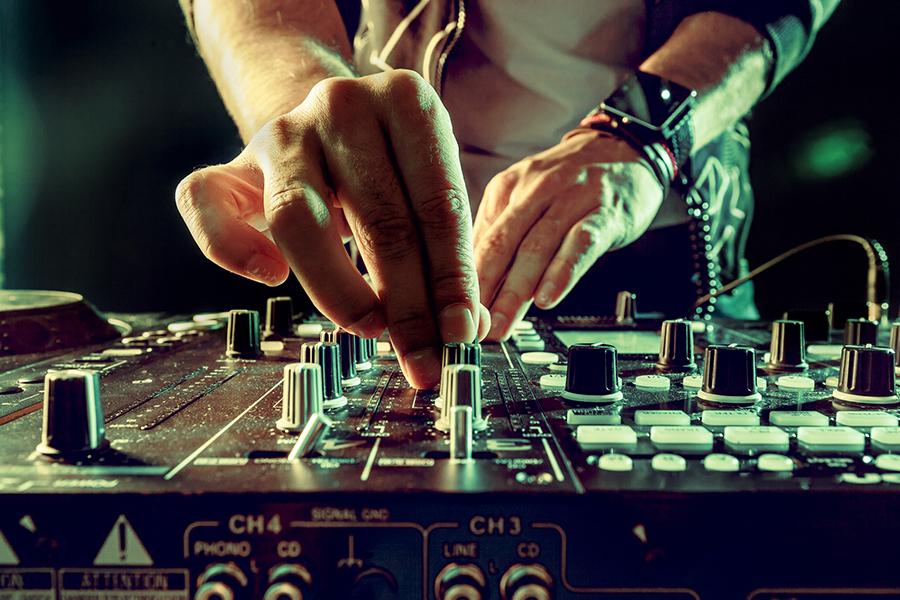 Je DJ-droom uit laten komen? Tips & tricks.