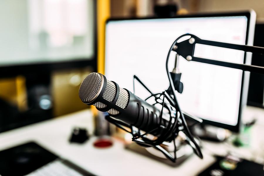 5 x podcasts die het luisteren waard zijn