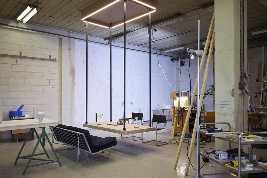 Thuiswerken en -leven aan een flying table
