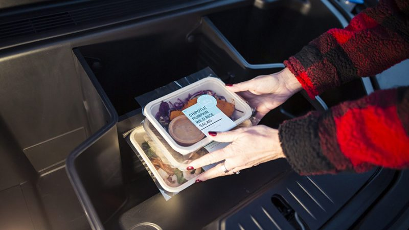 Ford brengt ouderen gezelligheid met diners voor twee
