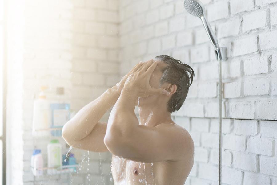 Nederlandse douchegewoonten: bijna 1 op de 7 mensen heeft seks onder de douche!