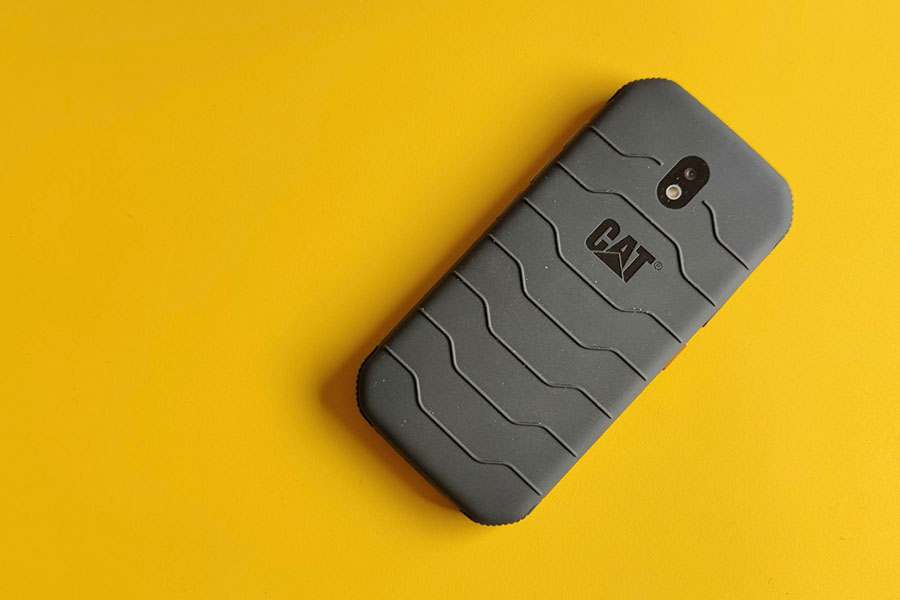 Review: De CAT S42 H+ is een valbestendige telefoon, opgewassen tegen water en bacteriën