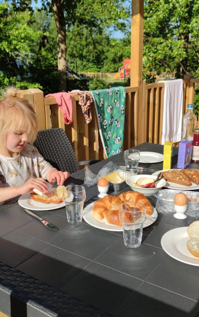 Ontbijten bij de Air Lodge