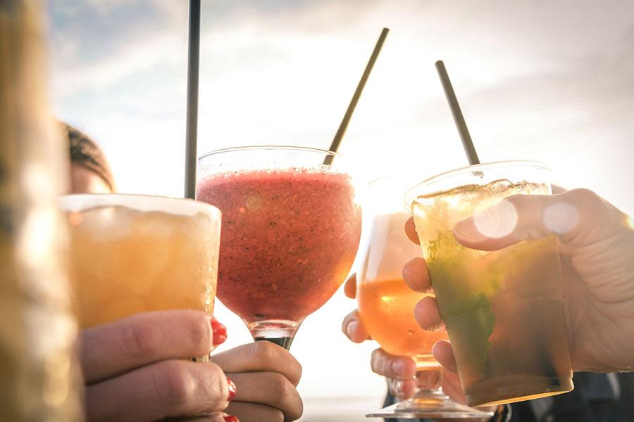 Dit zijn de nieuwste zomerdrankjes die je zeker geproefd moet hebben!