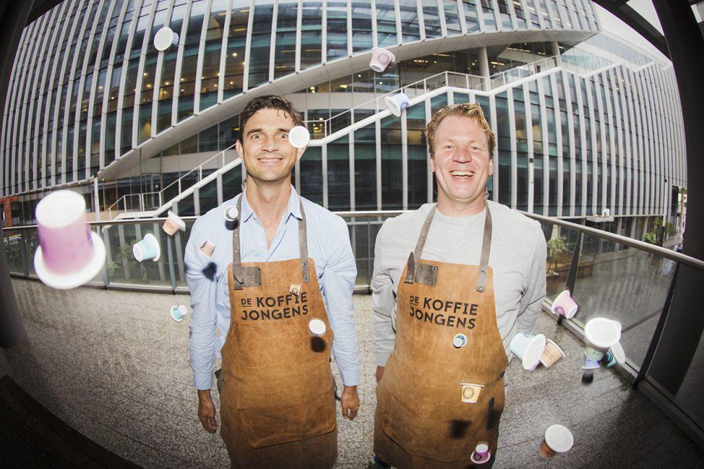 Koffiemerk De Koffiejongens komen met 'Mannentoeslag' op Wereldmeisjesdag