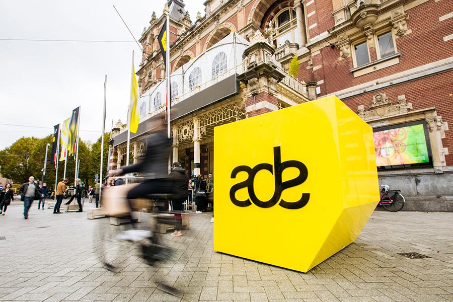 Zo vier je Amsterdam Dance Event in stijl (én enigszins uitgerust)